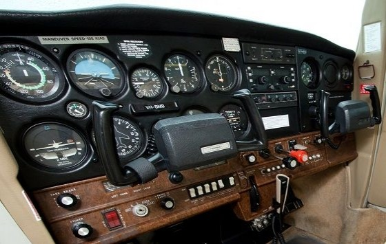 Air Gold Coast Cessna 152 Instrument Panel