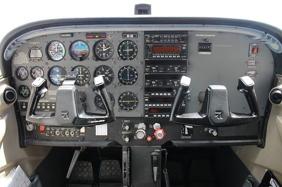 Air Gold Coast Cessna 172R Instrument Panel