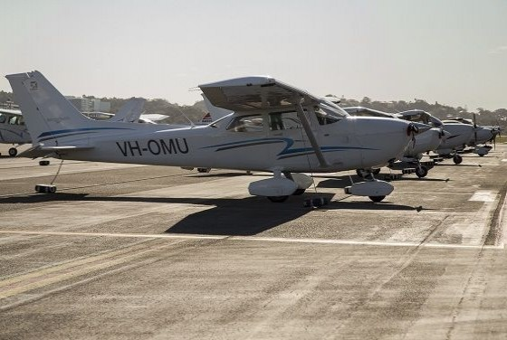 Air Gold Coast Cessna 172S VH OMU in Line